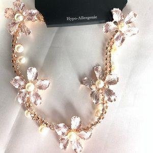 NEW‼️Charming Charlie rose gold floral necklace